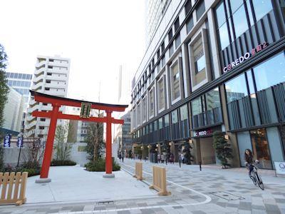 福徳神社に隣接するCOREDO室町2