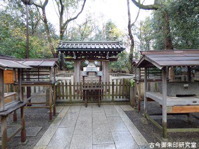 湊川神社大楠公墓所