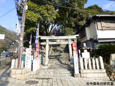 祇園神社の鳥居と石段