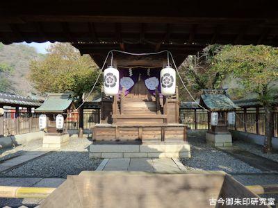 祇園神社本殿、中門より