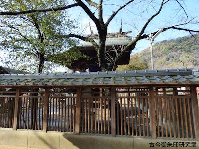 祇園神社本殿、側面より