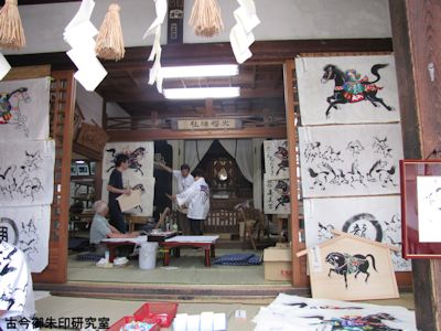 山桜神社社殿内
