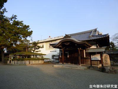 高砂神社、五代目相生松と霊松殿