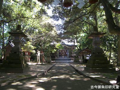 波自加彌神社境内