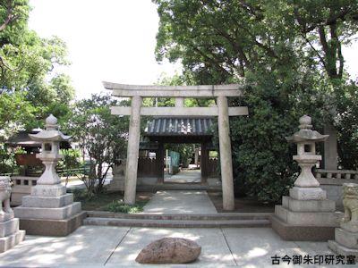 大依羅神社北参道の鳥居と神門