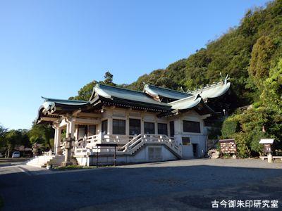 沼名前神社社殿側面