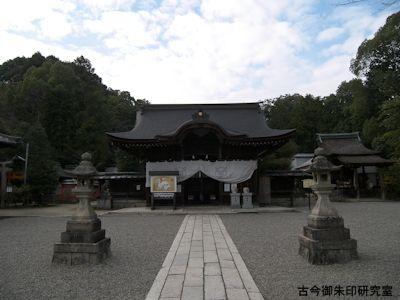 三尾神社拝殿
