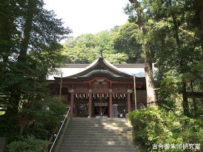 高瀧神社拝殿