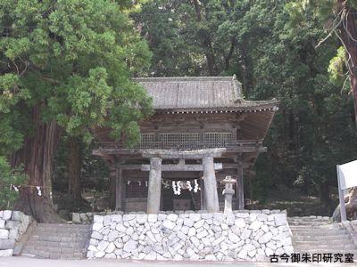 武田八幡宮石鳥居と総門