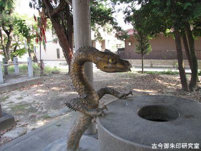 川曲神社手水舎の吐水龍