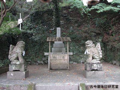 春日神社地神社