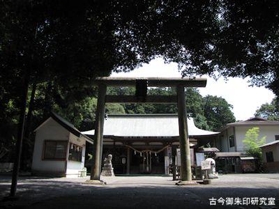 龍尾神社二の鳥居と拝殿