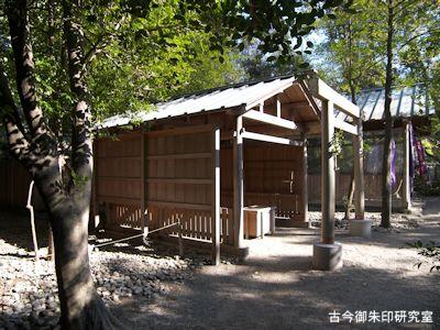 須原大社境内石神社
