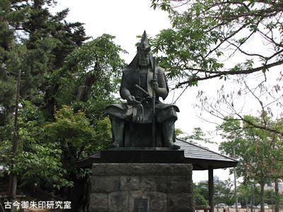 上杉神社上杉謙信公像