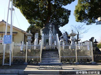 関行男中佐の慰霊碑