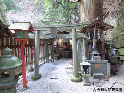 弁天堂境内宇賀神社