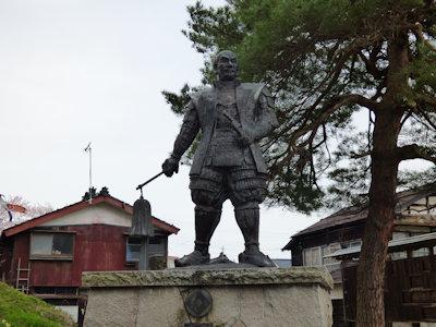 堀直竒公像